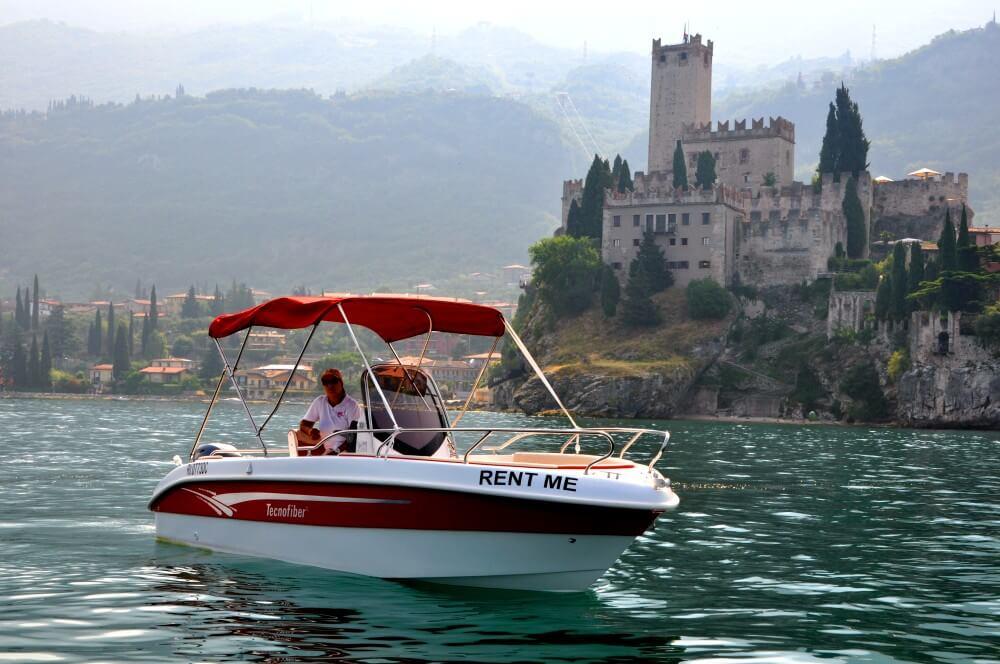 Malcesine boat noleggio motoscafi sul lago di garda for Noleggio di cabine per lago